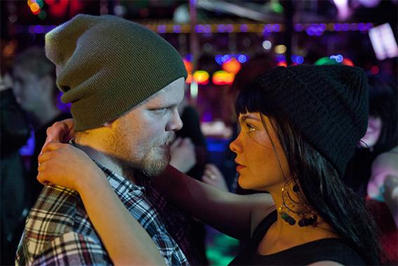 Idiomatic: Lost Together (2013). Ohjaus: Jani Ilomäki. Kuvassa: Teemu Mäkinen ja Ida Sofia Fleming. Kuva: Mikko Parttimaa. © Wacky Tie Films Oy